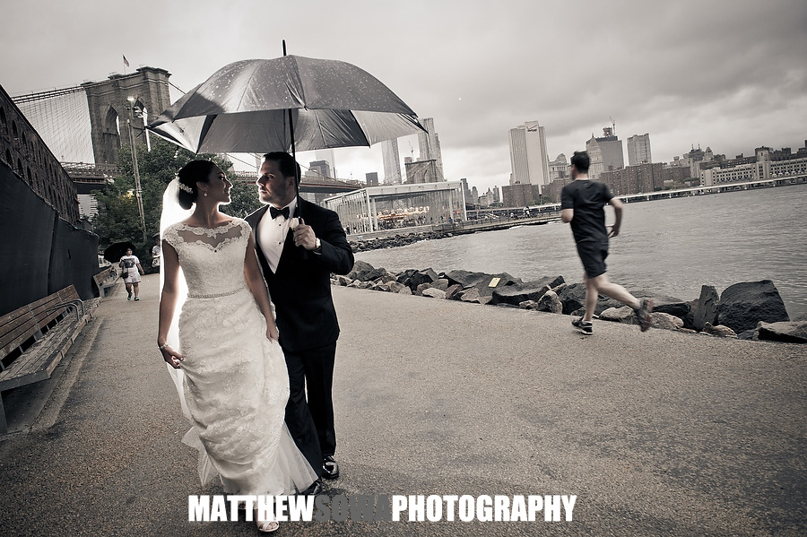 24 rainy dumbo brooklyn wedding images